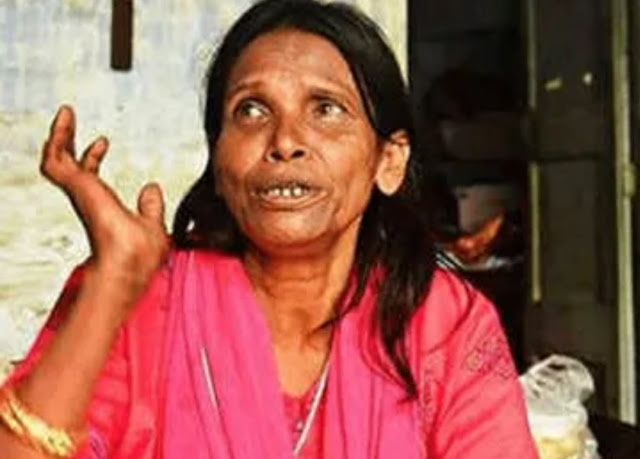 रेलवे स्टेशन पर गाना गाने वाली महिला ने किया हॉल शो, गाने को लोगों ने किया बहुत पसंद