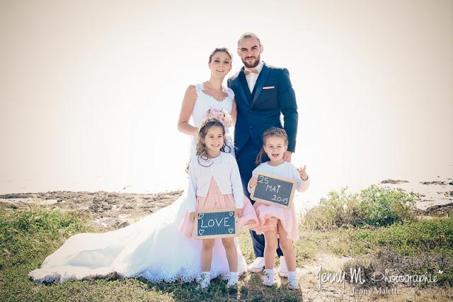 portrait couple des mariés avec leurs filles, plage de la paracou, la chaume