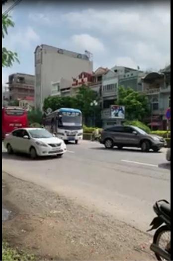 Làm sao mà thoát khỏi tay anh mấy ông xe khách bắt khách dọc đường bị ttgt nó lùa :3