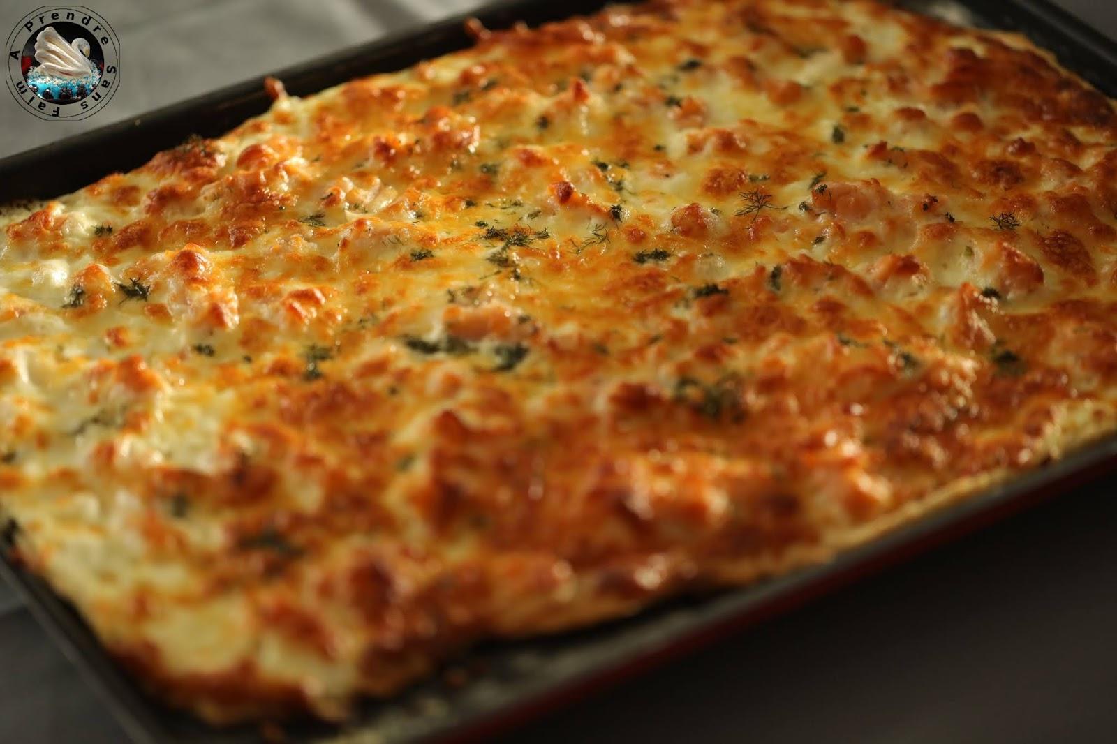 Pizza au levain saumon fumé fromages