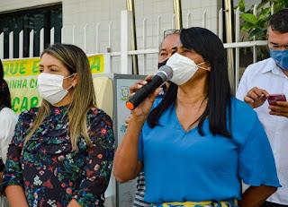Em Alagoinha prefeita Maria  de Zé Roberto entrega veículo 0Km para a  Secretaria da Saúde