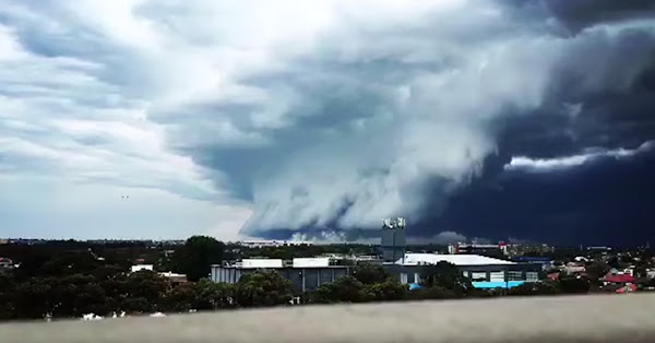 The tsunami-like structure of the cloud makes it creepy.