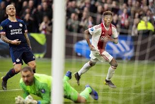 Ajax vence PSV Eindhoven por 3 a 1  pelo Campeonato Holandês
