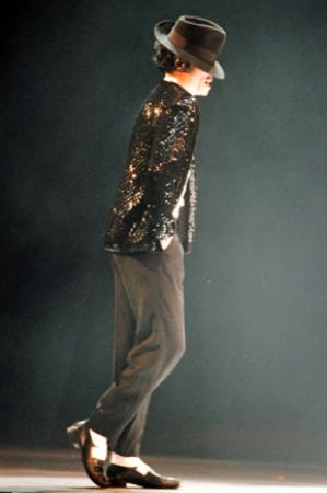 मजदूर ने किया ऐसा डांस कि लोग बोले MJ भी फेल