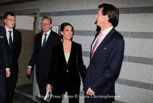 Princess Marie is wearing her ufo suit and top and Marie wearing her Michael Kors pumps and Christine Hvelplund Alphabet ring