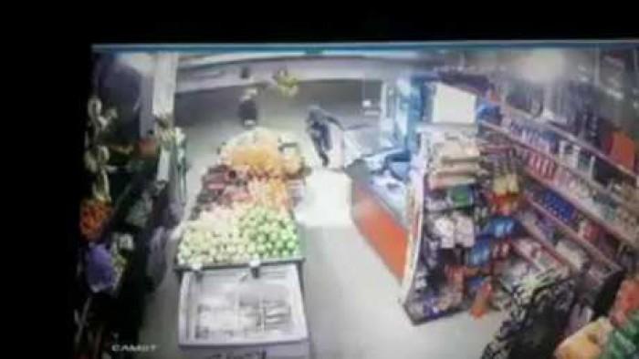 بالفيديو | شاهد.. شاب مصري يتصدى لعملية سطو مسلح بالأردن