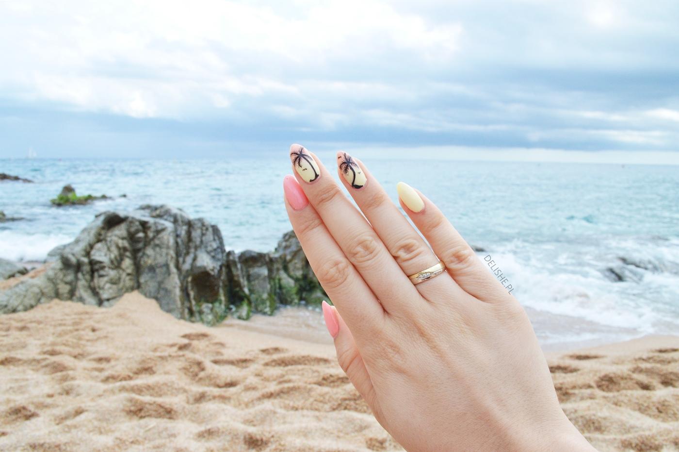 palmy na paznokciach manicure na wakacje