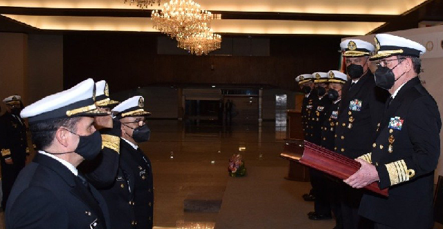 La Secretaría de Marina-Armada de México reconoce la destacada trayectoria de los Almirantes Enrique Genaro Padilla Ávila y Luis Orozco Inclán, quienes entregaron sus cargos al pasar a situación de retiro, tras servir a este país por más de cuatro décadas.
