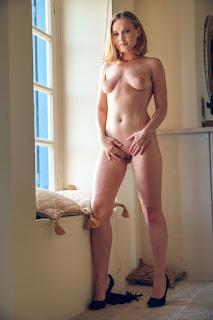 Naughty Girl - lucretia_k_23_45995_10.jpg