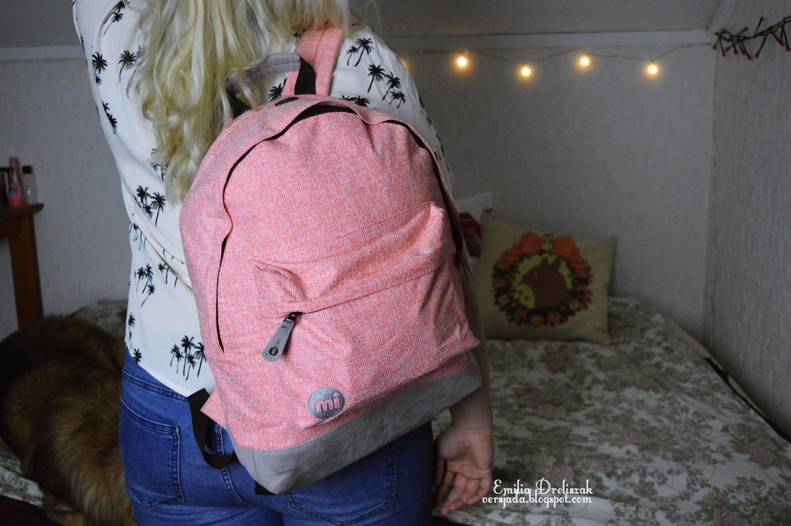 3c691d8825f05 Przez bardzo długi czas do szkoły chodziłam z różnymi torebkami. Jednak w  tym roku postawiłam na plecak stwierdziłam że chce spróbować!