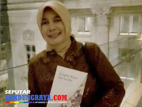Dedeh Suatini Kepala Sekolah SMAN 2 Padalarang
