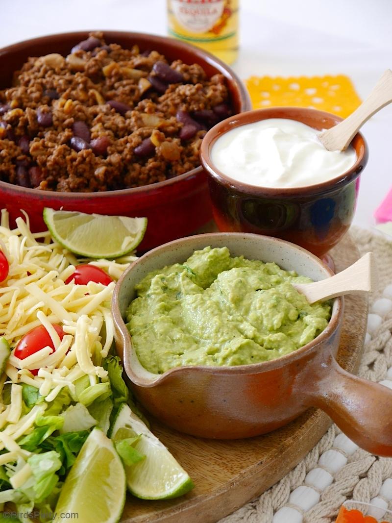 Recette de Taco Mexicain au bœuf haché  - rapide, facile et délicieux à servir pour tout repas de fête ou célébration à la maison! by BirdsParty.com @birdsparty #recette #tacos #boeuf #mexicain #recettemexicaine