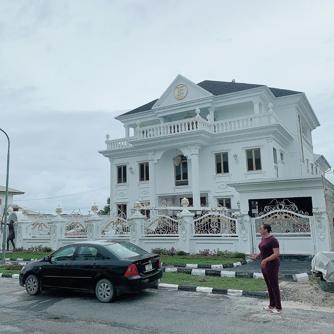 Ehi Ogbebor, CEO Of Sayaveth Interiors, Gifts Herself A 7-Bedroom Mansion On Her 35th Birthday #Arewapublisize