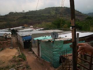 Ranchos con Directv. La televisión satelital y por cable se ha vuelto una necesidad en Venezuela.