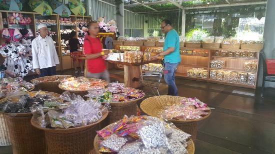 Toko souvenir dan aneka produk cimory