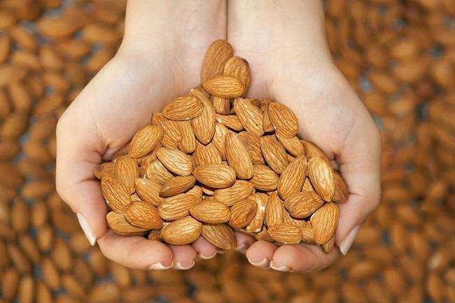 Tak Cuma Enak, Ngemil Kacang Almond Juga Bantu Kurangi Lemak Perut