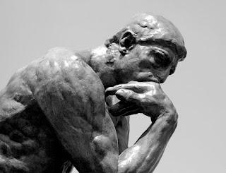 Le Penseur (O Pensador) obra de Auguste Rodin