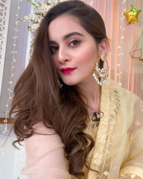 Aiman Khan Beautiful Pictures Wearing Her own Clothing Brand