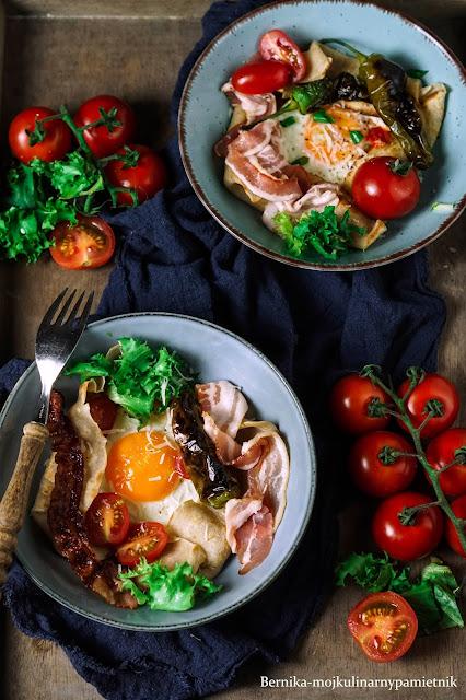 nalesniki, sniadanie, wytrawnie, pomidory, jajka, bez glutenu, bernika, kulinarny pamietnik