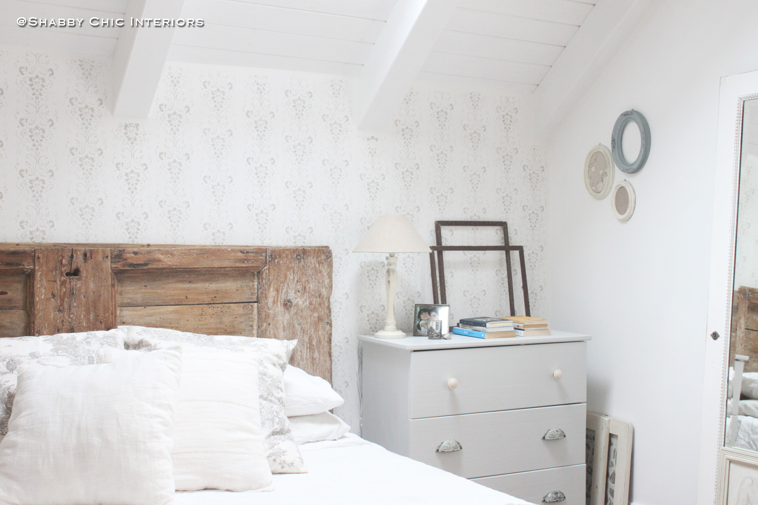 Pittura Pareti Shabby Chic : Rullo decorativo come abbellire una parete shabby chic interiors