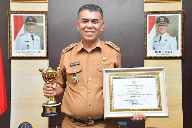 Bupati Natuna Menerima Penghargaan Anugerah Parahita Ekapraya Tahun 2021