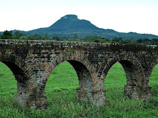 Aqueduto e Cerro Botucaraí, Candelária (RS)