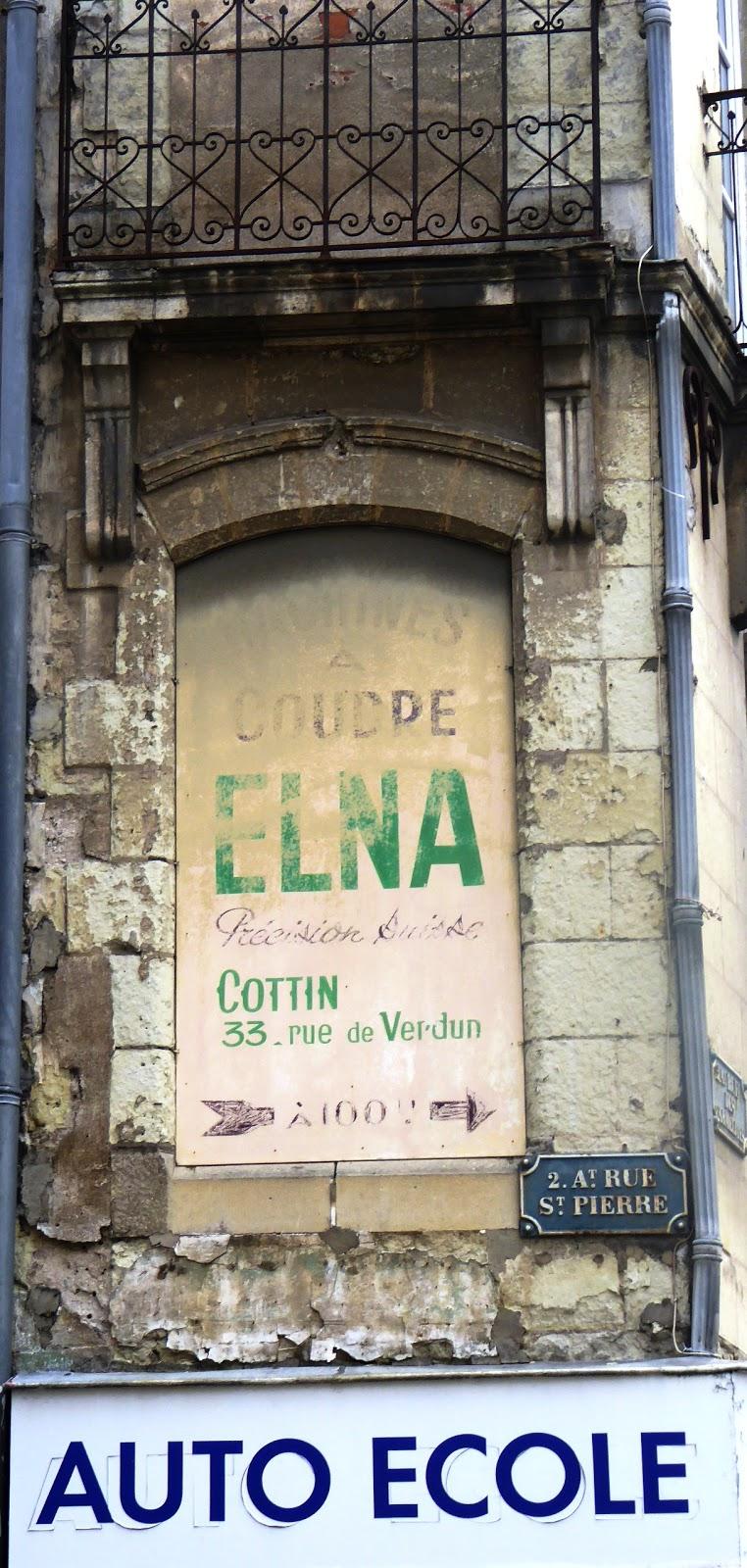 Des signes sur les murs couture suisse for Couture a geneve