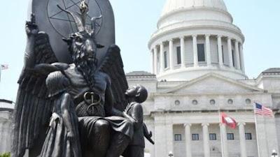 Estatua ao deus Baphomet, o famoso Moloque tem homenagem em praça publica nos Estados Unidos