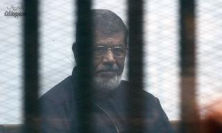 السجن لمحمد مرسي و 18 أخرين لمدة 3 سنوات بتهمة ازدراء المحكمة
