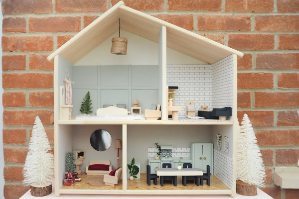 IKEA Flisat dolls house hack makeover. How to transform a budget dolls house into a stylish toy for your child with this simple easy ikea hack upcycle. Perfect for playrooms and a kids bedroom, I made this from things I had lying around the house and its made the perfect Christmas present.