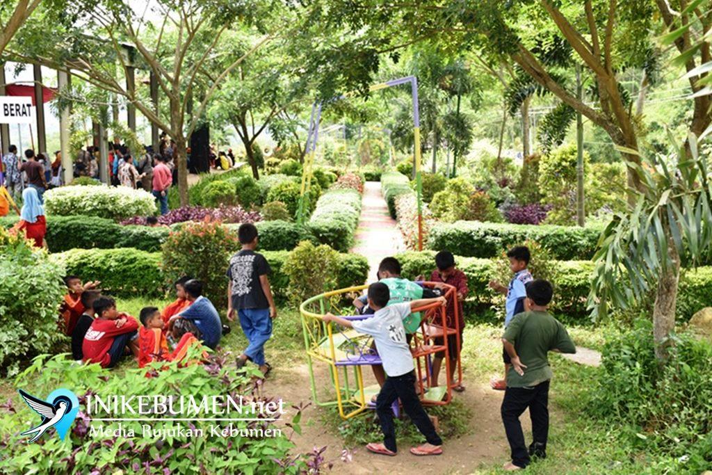 Wow! Siapa Sangka Taman Cantik ini Ada di TPA Sampah Kaligending