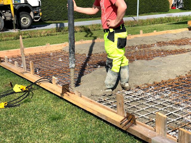 muotti, valumuotti, betonimuotti, rakentaminen, betonimuotin rakentaminen, valu, betonivalu, raudoitus, pumppuauto, lohjarudus, betoniauto, betoni, säänkestävä, säänkestävä betoni
