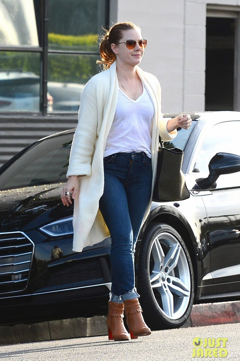 12 Looks com jeans da Amy Adams fáceis e práticos