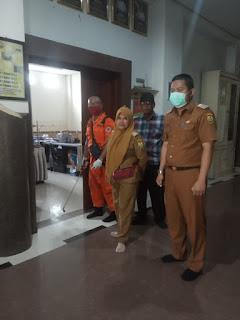 Penyemprotan disinfektan diazzahra dihadiri Ibu Camat Bandar Lampung