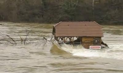 In questi giorni l'Italia  interessata da forti perturbazioni atmosferiche ha mostrato la sua debolezza territoriale rappresentata dal fatto che oltre il 90% dei comuni è a rischio frane e alluvioni.