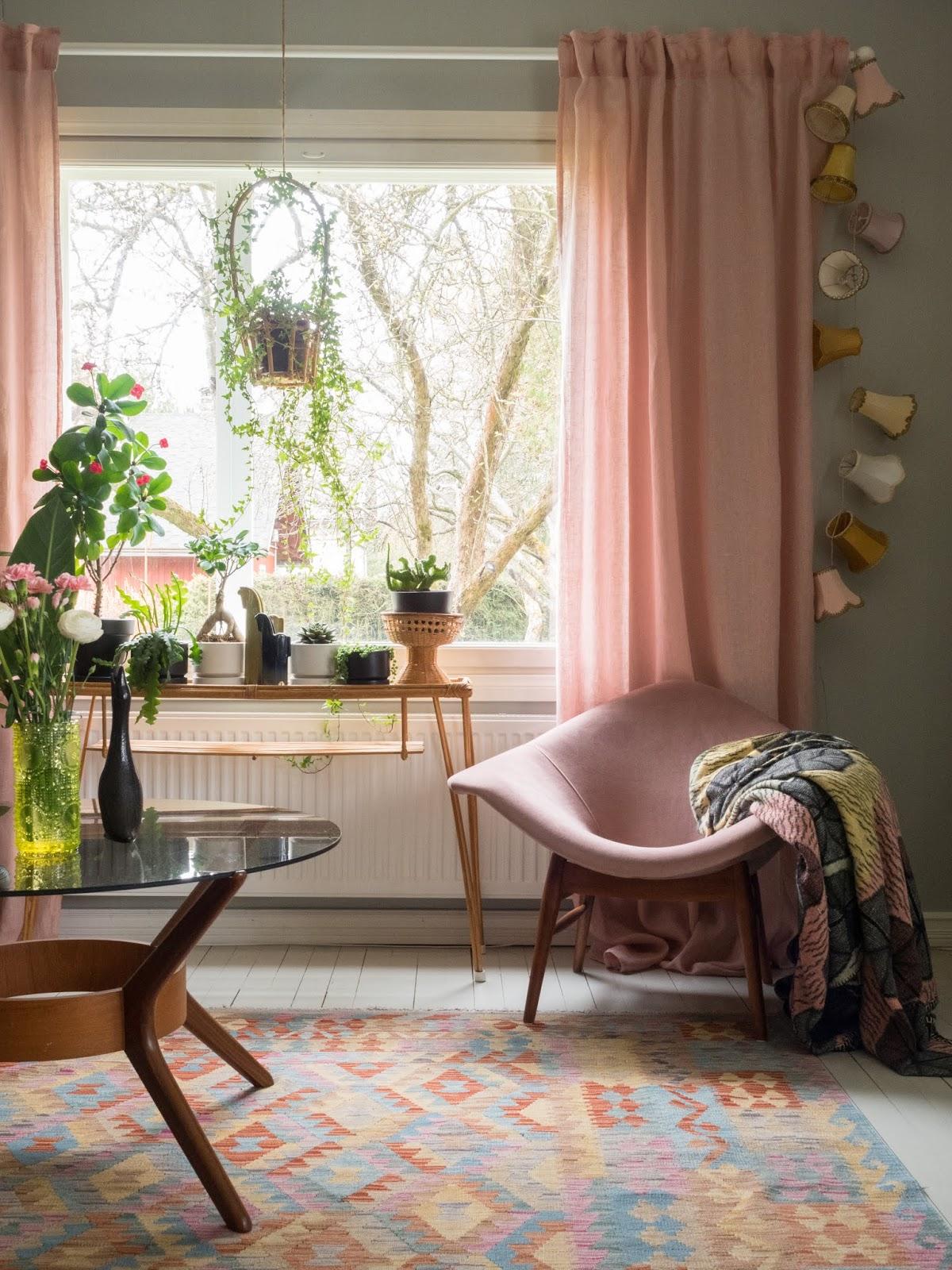 rotiinkinen kukkapöytä