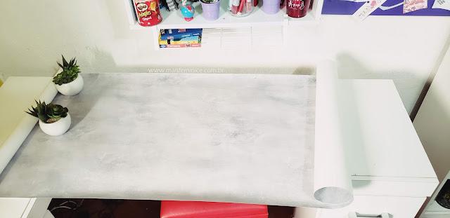 Revestindo móvel antigo com papel de parede cimento queimado