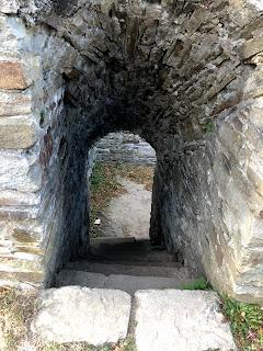Weg in einer Ruine