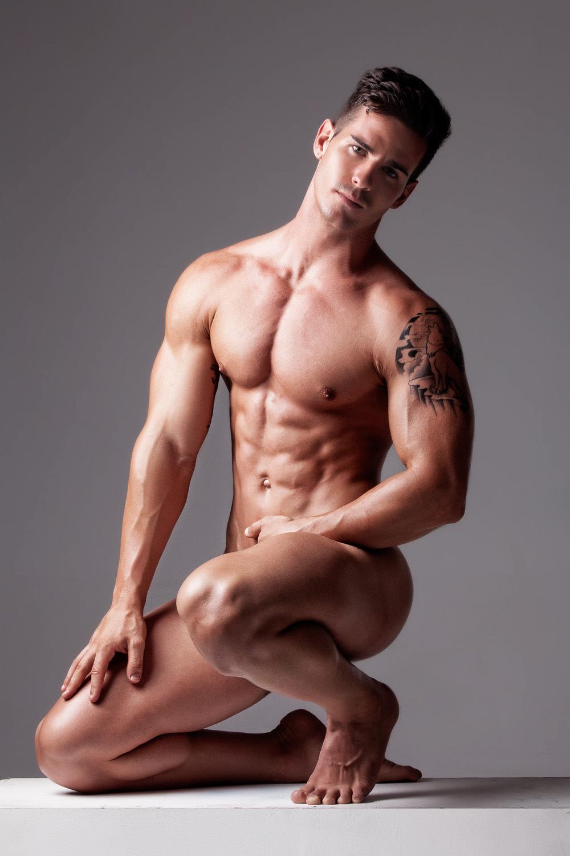Мышцы мужчины голые — 1