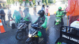 Ratusan Driver Ojol di Kota Mojokerto Disemprot Disinfektan, Cegah Virus Corona