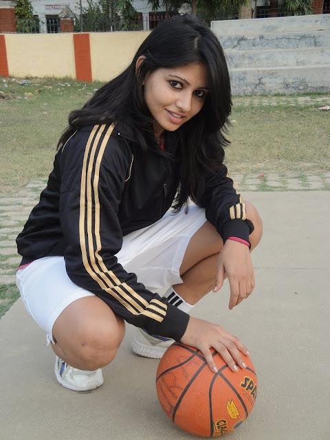 Top 20 Hottest Sports Women in India Anushaka Singh
