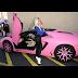 Top 5 celebridades que usam Rosa em seus carros!