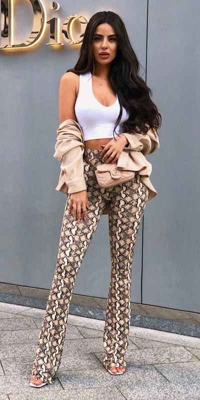 Checkout these 28 Summer Outfits that Are Big on Style Low on Effort via higiggle.com - #summeroutfits #stylish