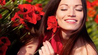 Девушка улыбка цветы умиротворение