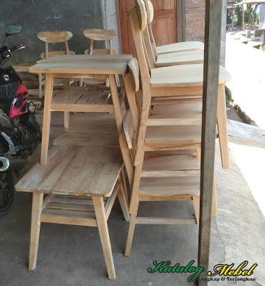 Display produk Nusantara Furniture
