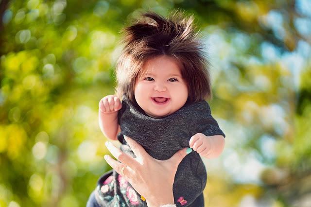 Рошав бебо със странна коса стана хит в социалните мрежи (ВИДЕО)