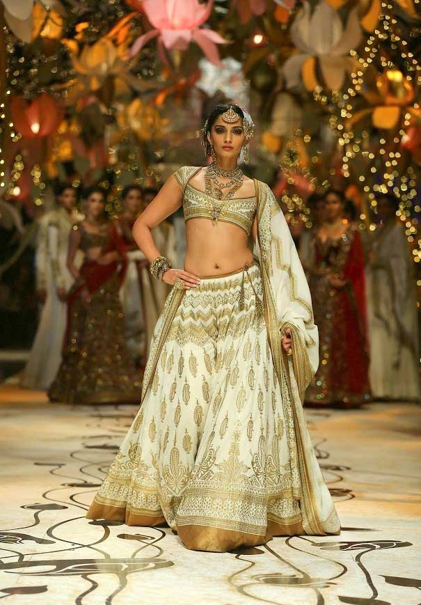Sonam Kapoor Hot Sexy Navel