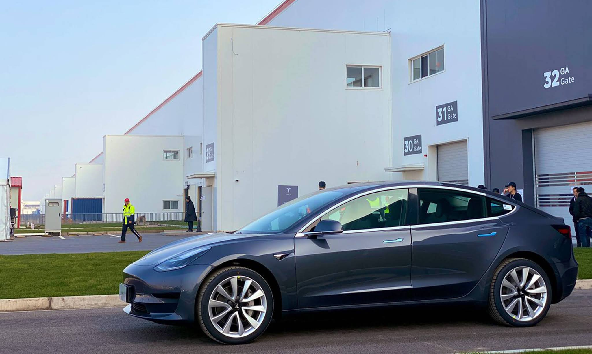 Tesla faz recall de 285 mil carros na China para conserto de software online