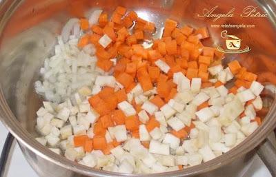 Preparare ciorba de fasole - etapa 2
