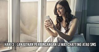 Hari 3 : Lanjutkan perbincangan lewat chatting atau SMS
